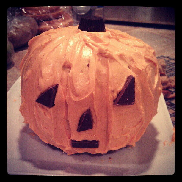 A little pumpkin cake! Love my Martha Stewart pumpkin mold. Need to do that again this year!