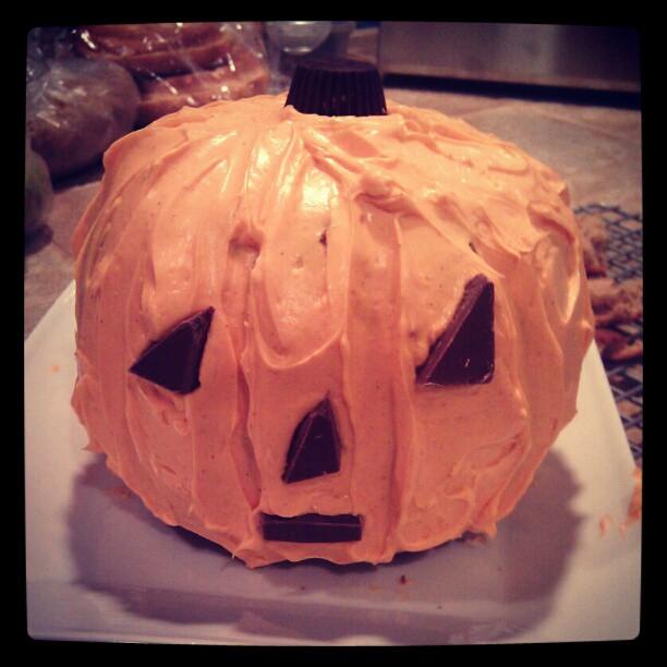 A little pumpkin cake! Love my Martha Stewart pumpkin mold. Need to do that again this year!